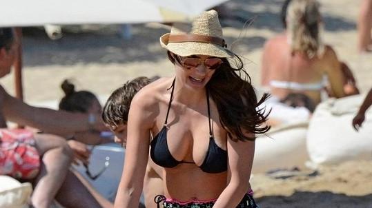 Tamara Ecclestone si užívá v Řecku.