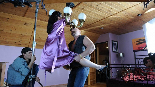Eva Čížkovská a Pavel Pásek při natáčení erotické scény