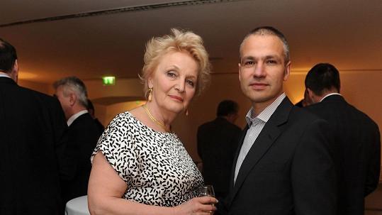 Regina Rázlová se svým manažerem Janisem Sidovským
