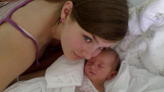 Ewa Farna s malou sestrou Magdalénou.