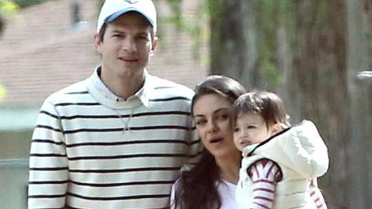 Ashton a Mila očekávají druhé dítě.
