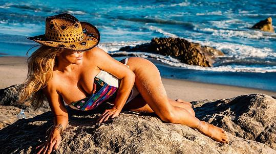 Modelka a dýdžejka Colleen Shannon předvedla své křivky.