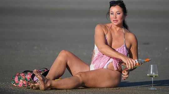 Lisa vyrazila na pláž.