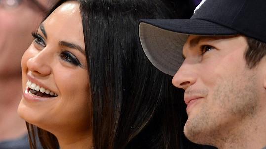 Mila Kunis a Ashton Kutcher jsou momentálně na líbánkách i s malou dcerou.