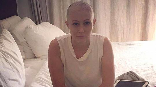 Shannen Doherty s fanoušky sdílí svůj boj s rakovinou.