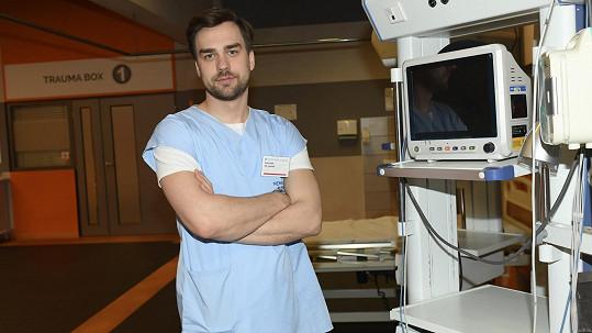 V seriálu Sestřičky hraje doktora Prokopa Hlinku.