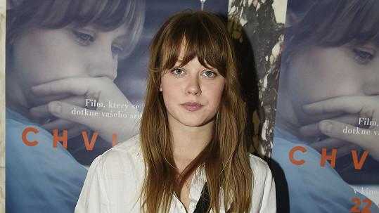 Krásná Jenovéfa Boková ve filmu Chvilky pláče doopravdy.