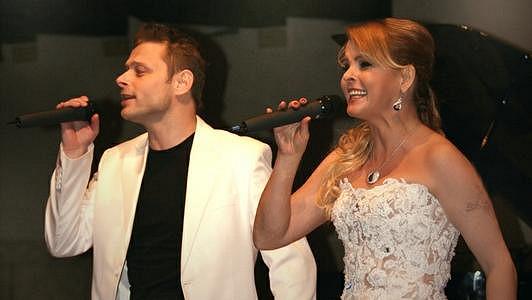 Jarek Šimek, skladatel Ivety Bartošové je nemocný.
