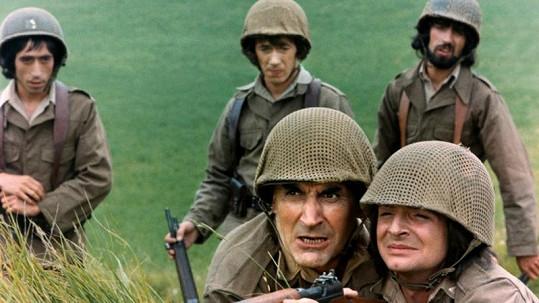 Gérard Rinaldi ve filmu Bažanti (vpravo).