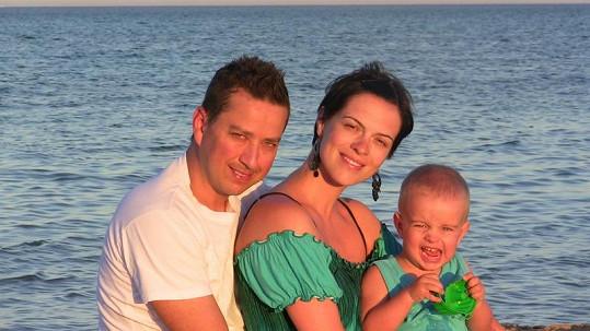 Petr Bende s manželkou a synem na dovolené v Egyptě.