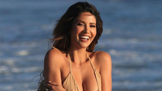 Sexy modelka ukázala i prso.