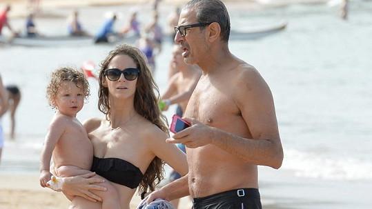 Jeff Goldblum, jeho žena Emilie a jejich prvorozený synek Charlie Ocean.