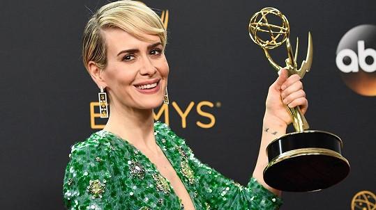 Sarah Paulson se Emmy dočkala na šestý pokus.