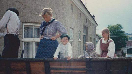 Hádejte, kdo je ten vysmátý chlapeček vedle Jany Švandové...