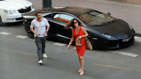 Leoš Mareš s přítelkyní Petrou Faltýnovou.