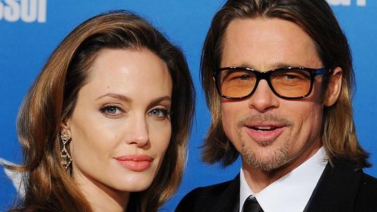 Angelina Jolie není dnešní a dobře ví, jak končívají hollywoodská manželství...