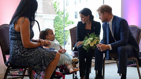 Princ Harry a vévodkyně Meghan navštívili vážně nemocné děti.
