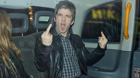 Noel Gallagher má na roušky jasně vyhraněný názor.