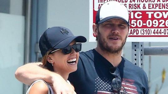 Chris Pratt promluvil o těhotenství manželky Katherine Schwarzenegger.