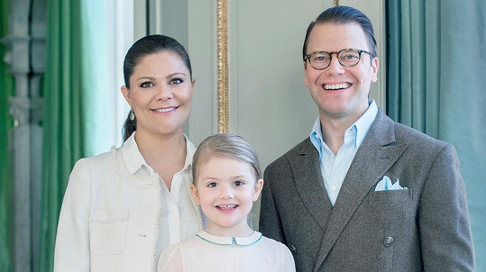 Princezna Victoria s manželem Danielem a dcerou Estelle