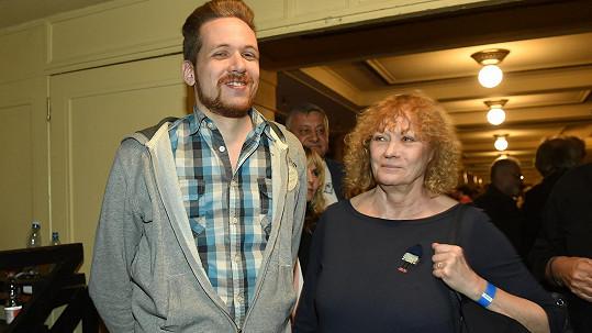 Na vzpomínkový koncert dorazil i Karel Zich junior se svou maminkou Natašou.