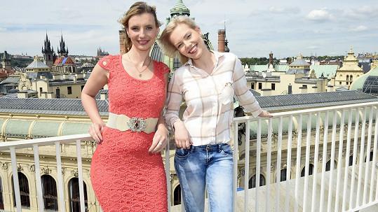 Monika (vlevo) si zahraje v muzikálu Iago.