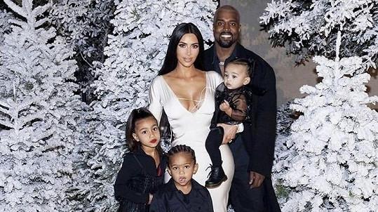 Kim a Kanye se mají letos dočkat dalšího potomka.