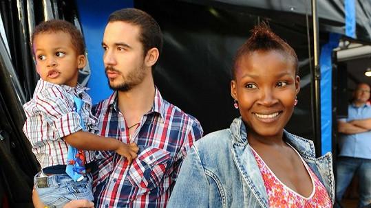 Ndeshi a její šťastná rodinka.