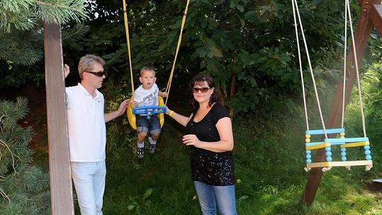 Ilona s manželem a synem Danielem.