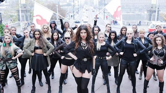 Krásná česká zpěvačka Victoria natáčela svůj nový klip Dance Tonight.
