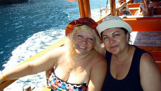 Marie Pojkarová (vlevo) s Janou Chládkovou.