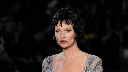Kate Moss na módní přehlídce značky Louis Vuitton.