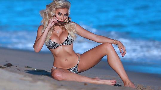 Modelka Khloe Terae pózuje v reklamě.
