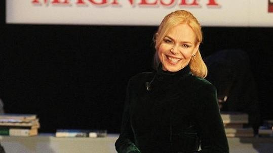 Dagmar Havlové to v zelených sametových šatech jako vždy velmi slušelo.