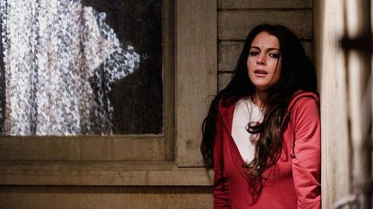 Lindsay Lohan žije ve strachu. Na snímku ve filmu Vím, kdo mě zabil.