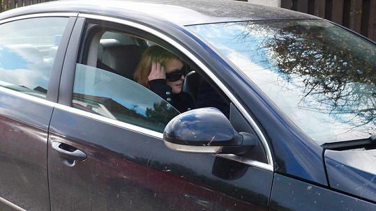 Iveta Bartošová měla zdemolovat vypůjčené auto.
