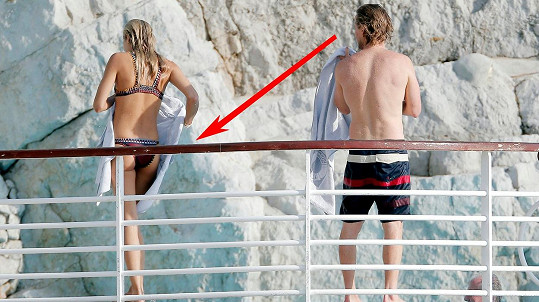 Owen Wilson si nemohl pomoct a musel zaostřit na zadeček slavné modelky...