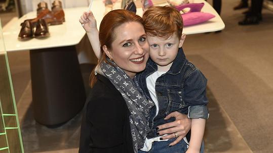 Modelka se synem Maxíkem
