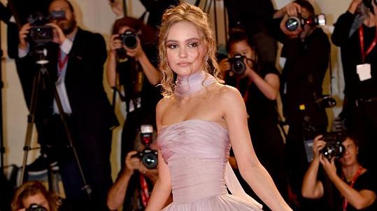 Lily-Rose Depp do Benátek přijela s filmem The King.