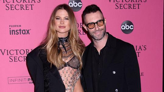 Behati Prinsloo s manželem Adamem Levinem