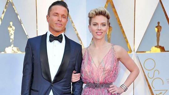 Scarlett si pořídila garde.