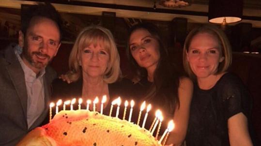 Victoria Beckham s maminkou Jackie a sourozenci Louise a Christianem