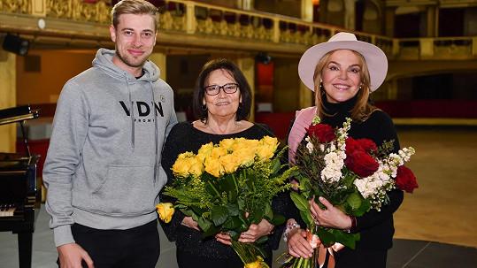 Marta Kubišová do svého videoklipu obsadila svou kamarádku Dášu Havlovou.