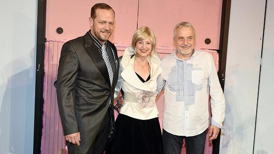 Filip Blažek a Jitka Schneiderová s režisérem Milanem Schejbalem (vpravo).