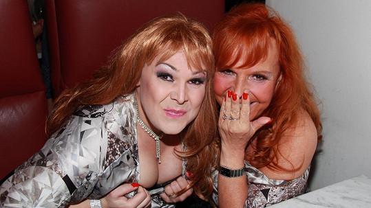 Marcela Holanová a její dvojnice, slečna Sandra, to v Náchodě rozjely.