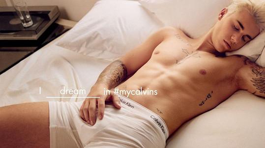 Justin Bieber touto fotkou u fanynek zabodoval...