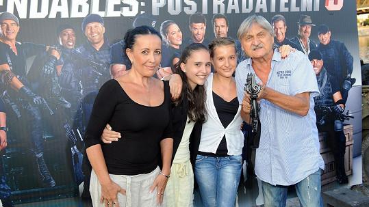 Pavel Soukup s rodinou. Manželka a dcera byly v divadle s ním.