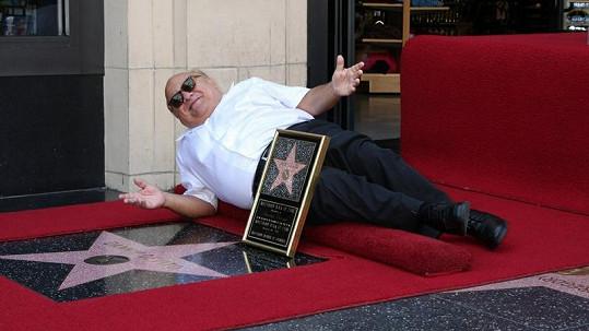 Herec Danny DeVito se dočkal, má svou hvězdu v Los Angeles.