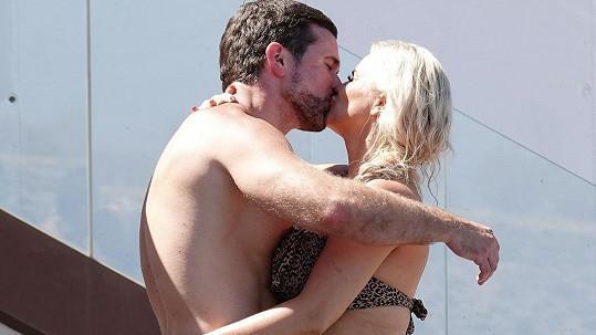 Zpěvačka Kerry Katona se zasnoubila s trenérem Ryanem Mahoneym.