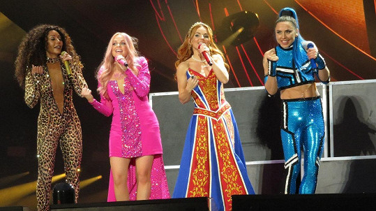 Spice Girls se vrátily ve čtyřčlenné sestavě.